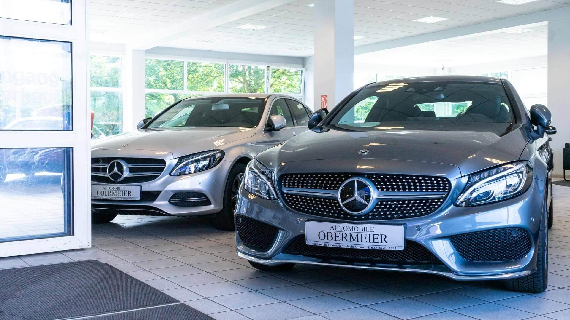 Verkaufsfläche mit Mercedes-Benz Gebrauchtwagen von Automobile Obermeier aus Meckenheim