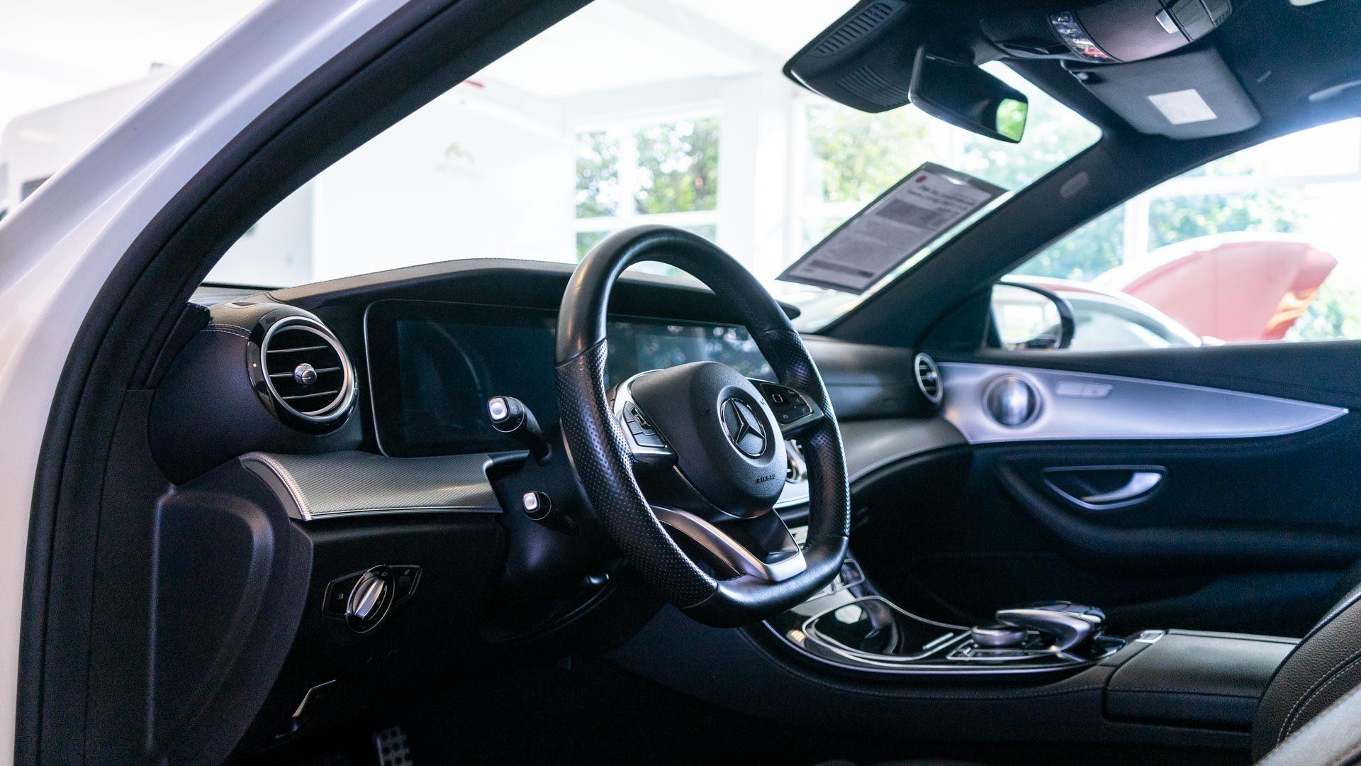 Lenkrad in Mercedes-Benz Gebrauchtwagen bei Automobile Obermeier in Meckenheim