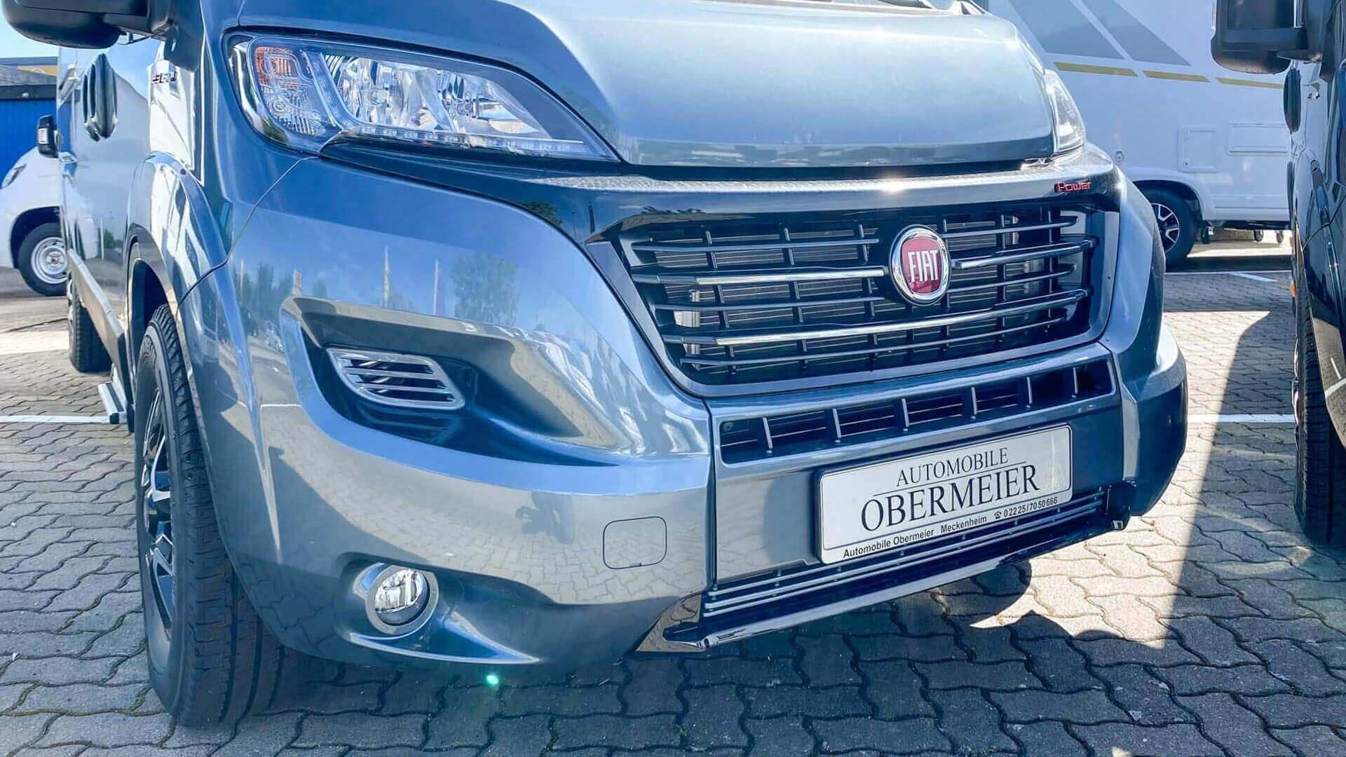 Nahansicht Mooveo-Wohnmobil im Außenbereich bei Automobile Obermeier in Meckenheim