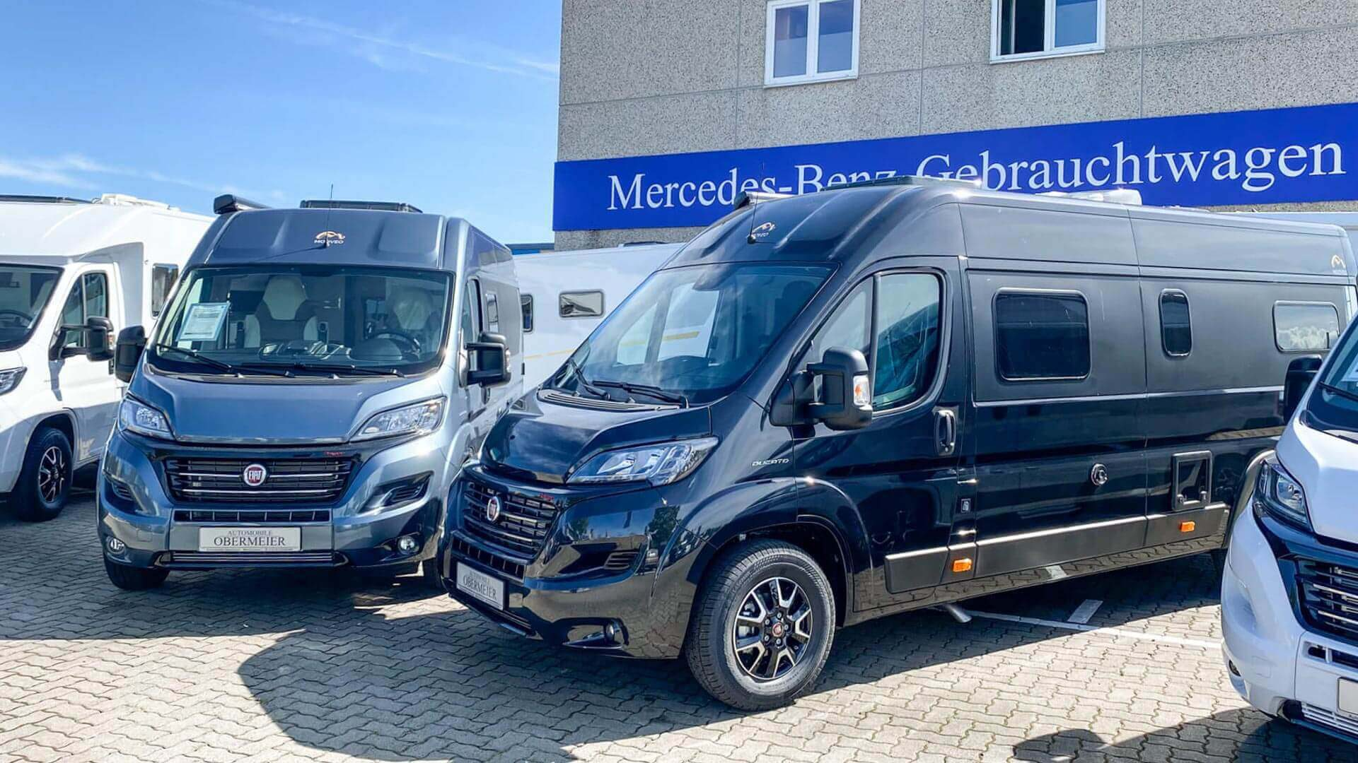 Mooveo-Wohnmobile im Außenbereich bei Automobile Obermeier in Meckenheim